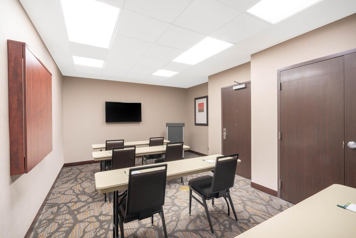 Wingate by Wyndham San Jose meeting room