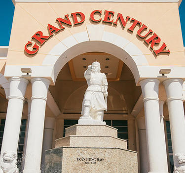 The exterior of the Grand Century Mall and the war general statue and fountain.