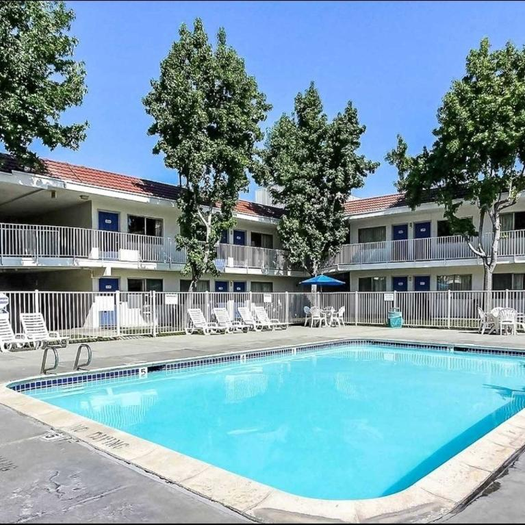 Motel 6 San Jose South Pool